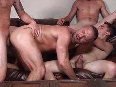Старый гей и трое молодых взрываются спермой в оргии