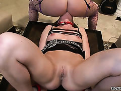 Восхитительные и сексуальные соблазнительницы Sophie Dee и Ариэль X