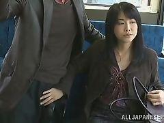 Скрытая дрочка руками на автобусе