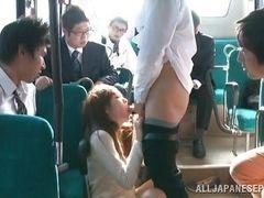 Шлюху трахает толпа пассажиров в автобусе