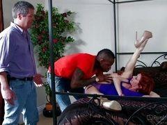 Ava наслаждается черным членом, изменяя мужу