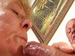 Старезная курва сосет у зрелого ебаря