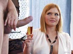 Грудастая Karen Fisher сосет член и запивает шампанским