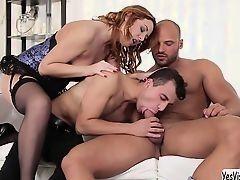 Eva Bergers трахается с мускулистыми парнями бисексуалами